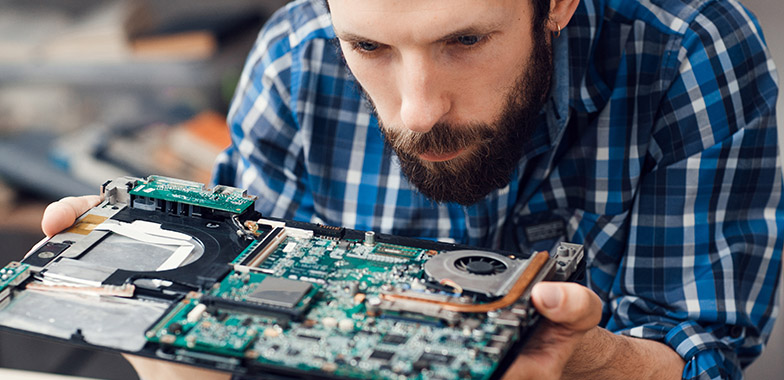 What Are the Average Wages of a Computer Repair Technician?